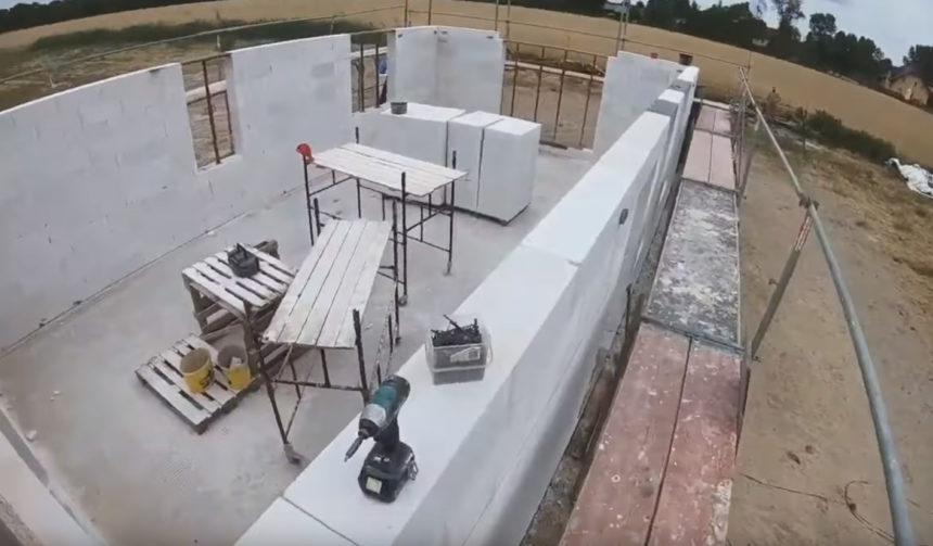 Poradnik budowy domu, odcinek 12, murowanie ścian nośnych z gazobetonu. Szalowanie wieńca, wieniec
