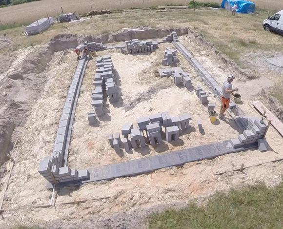 Poradnik budowy domu, odcinek 4, murowanie ścian fundamentowych